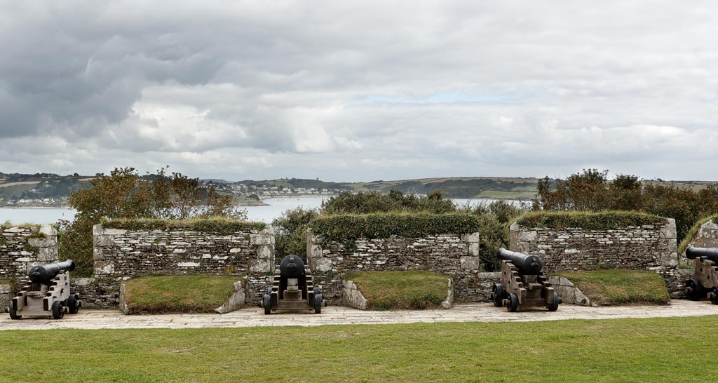 IMAGE: http://www.ware.myzen.co.uk/GalleryPics/Photos/Architecture/Arch%20Pendennis%20Castle%20A40_001-02_07-09-19.jpg