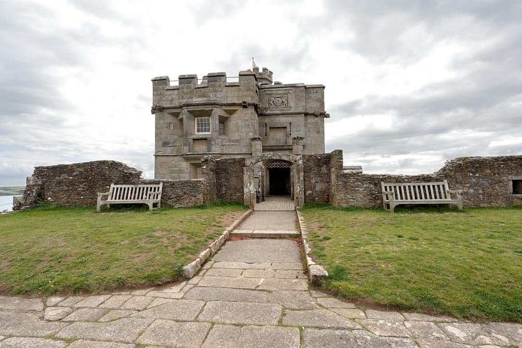 IMAGE: http://www.ware.myzen.co.uk/GalleryPics/Photos/Architecture/Arch%20Pendennis%20Castle%20A43_001_07-09-19.jpg