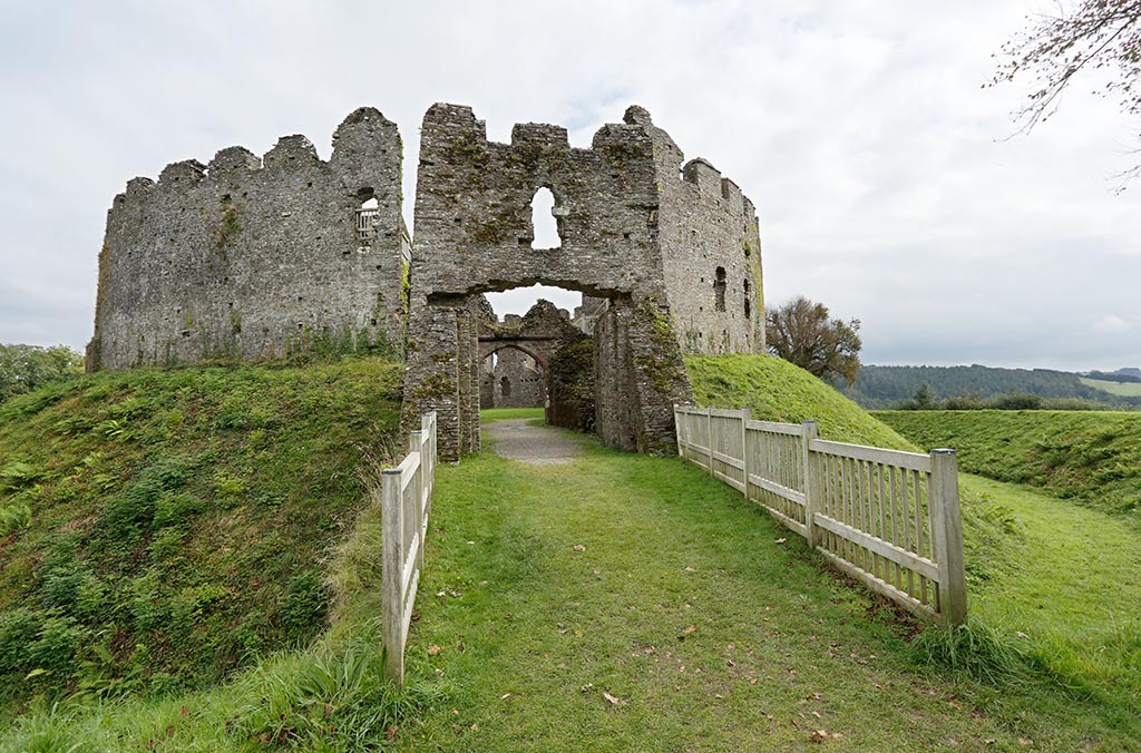 IMAGE: http://www.ware.myzen.co.uk/GalleryPics/Photos/Architecture/arch%20Restormel%20Castle%20E%206D_001-02_20-09-16.jpg