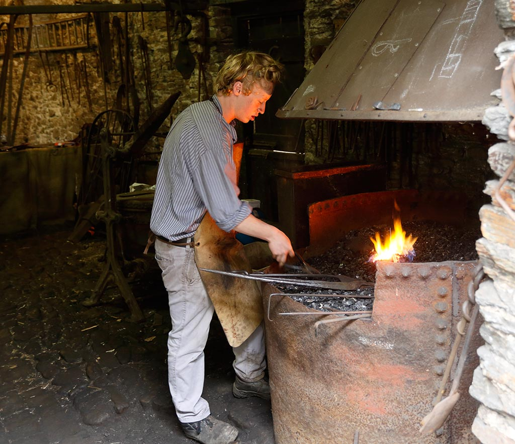 IMAGE: http://www.ware.myzen.co.uk/GalleryPics/Photos/General/travel%20Blacksmith%20B%206D_002_27-09-16.jpg